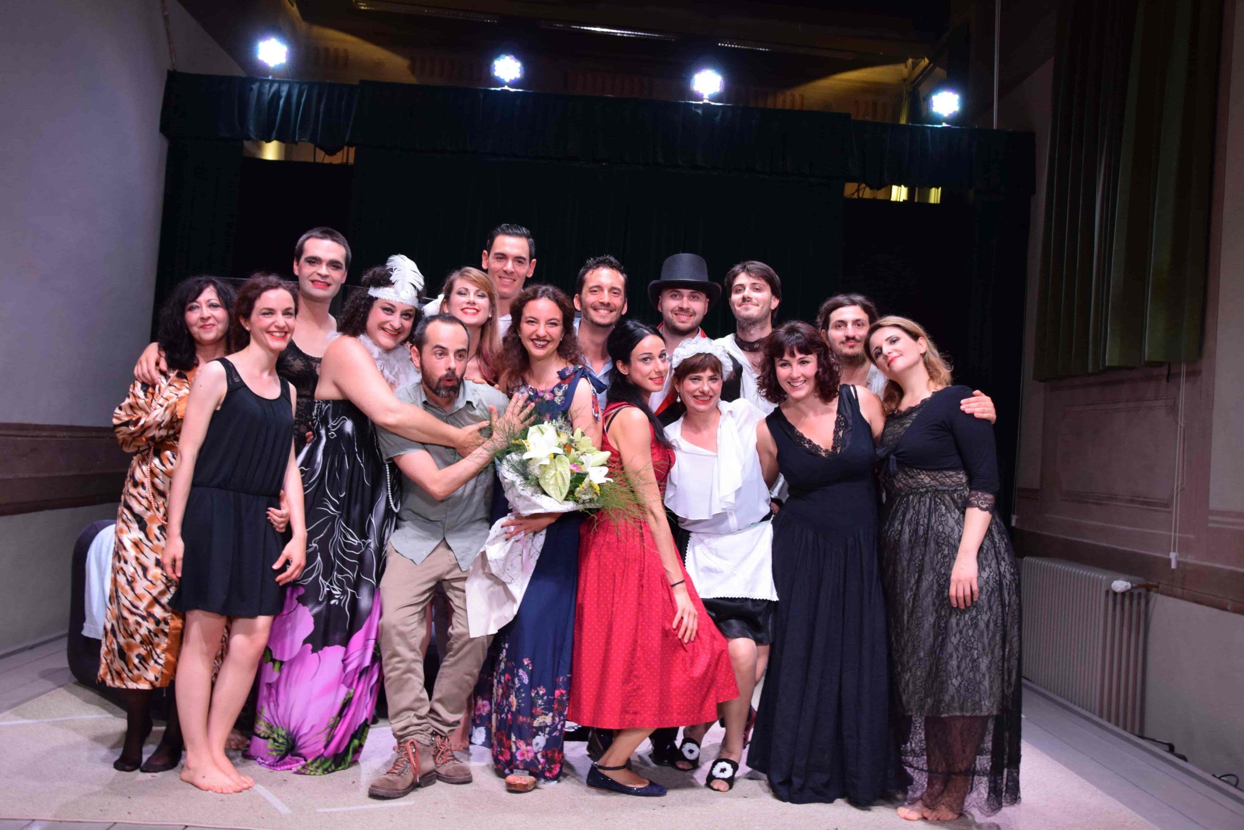 Foto di gruppo del corso di teatro DiverTeatro