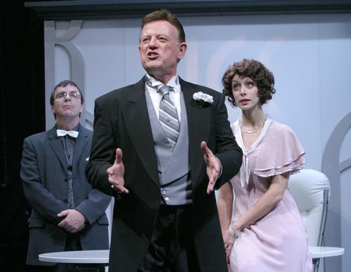 Attore di teatro che interpreta un politico